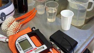 Sokeripitoisuuden mittaukseen tarvittavia laitteita.