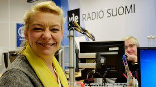 Katleena Kortesuo ja Olga Ketonen Radio Suomen studiossa.