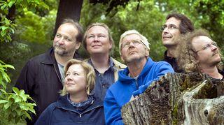 Kuvassa vasemmalta: Henry Väre, Heidi Kinnunen, Juha Laaksonen, Pirkka-Pekka Petelius, Ari Saura ja Jaakko Kullberg.