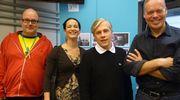 Ruben Stiller, Maija Vilkkumaa, Mika Pantzar ja Pauli Aalto-Setälä hymyilevät vierekkäin lähetyksen jälkeen.