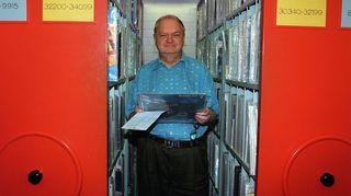 Legendaarinen iskelmämies Ilpo Hakasalo (1937 - 2006) oli yksi Iskelmäradion pitkäaikaisista toimittajista.
