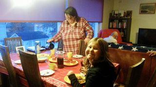 Erilaista elämää: Kolmen sukupolven kimppa, Pöydän ääreen kokoonnutaan usein yhdessä
