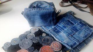 Jälkikasvulle tehdystä penaalista se ajatus lähti - nyt kierrätysmateriaali taipuu paitsi vaatteiksi, myös sisustus- ja käyttöesineiksi.