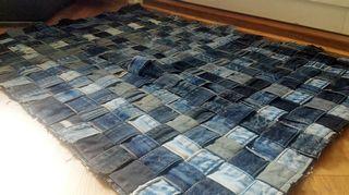 Vanhojen farkkujen vyötärönauhoista syntyy upea matto vaikkapa oven eteen