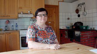 Aamiaismajoituksen emäntä Tiina Henkola keittiössä