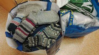 Siskojen ja Simojen kutomia valmiita sukkia