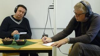 Timo Koivusalo ja Esa Nieminen kuuntelee keskittyneesti