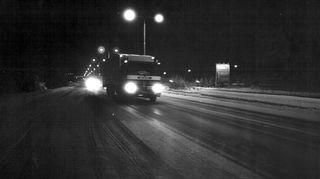 Rekka-auto yöllä moottoritiellä 1.1.1970.