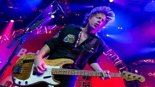 Foreigner-yhtyeen basisti Jeffrey Pilson esiintyy vuonna 2014