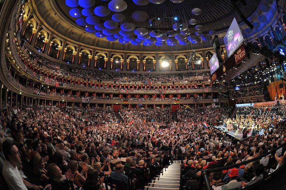 Sakari Oramo conducts City Of Birmingham Symphony Orchestra , soloist Leila Josefowicz : Igor Stravinsky - Petrushka
