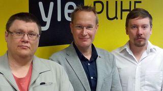 Vaihtoehtohistorioitsija Jukka Nieminen, historioitsija Markku Jokisipilä ja Perttu Häkkinen.