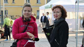 Reportteri Suvi Puukangas ja tuottaja Heidi Laaksonen.