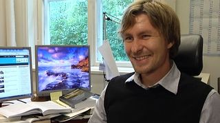 Kuvassa politiikan tutkija Ville Pitkänen.