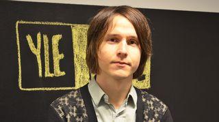 Kuvassa esseisti Antti Hurskainen.