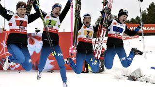 Kuvassa pronssia Falunissa voittaneet viestinaiset Aino-Kaisa Saarinen, Kerttu Niskanen, Riitta-Liisa Roponen ja Krista Pärmäkoski.