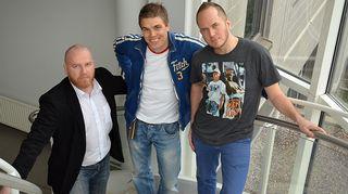 Kuvassa jalkapallon asiantuntija ja ex-futari Erkka V. Lehtola sekä Tommy Lindgren ja Petteri Sihvonen.