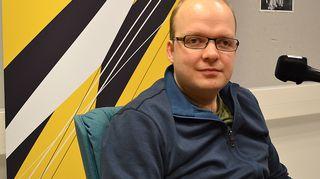 Kuvassa kirjailija-toimittaja Esa Mäkinen.