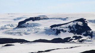 Lumen peittämiä tulivuoria.