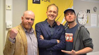 Kuvassa MTV:n formulaselostaja ja urheilukirjailija Oskari Saari sekä petteri Sihvonen ja Tommy Lindgren.