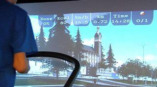 Pelaaja tietokonenäytön edessä.