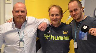 Kuvassa Petteri Sihvonen ja Tommy Lindgren sekä heidän vieraansa pitkän peliuran tehnyt entinen etenijäkuningas ja nykyinen Hyvinkään Tahkon pelinjohtaja Sami Sirviö.
