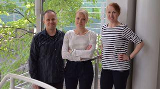 Kuvassa psykologi Jouni Luukkala, psykoterapeutti Maaret Kallio ja toimittaja Tiina Lundberg.