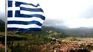 Kreikan lippu liehuu.