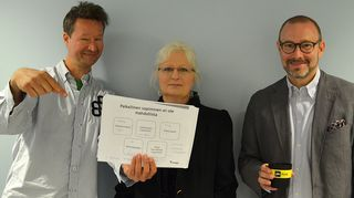 Kuvassa työoikeuden professori Jaana Paanetoja Lapin yliopistosta ja johtaja Janne Makkula Suomen Yrittäjistä sekä toimittaja Sakari Sirkkanen.