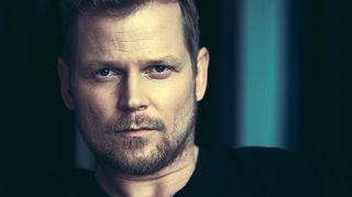 Kuvassa näyttelijä Antti Luusuaniemi.