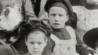 Lapsuus 100 vuotta sitten