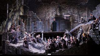 Janáčekin Kuolleesta talosta –ooppera perustuu Fjodor Dostojevskin vankileirikokemuksiin.