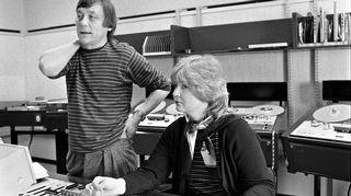 Hannu Taanila radion tarkkaamossa vuonna 1986.