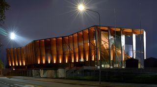 Rovaniemen keskuskentän katsomo- ja monitoimirakennus Railon on vuoden 2016 Arkkitehtuurin Finlandia -voittaja.