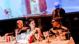 Kokki, varas, vaimo ja rakastaja. Kuvassa: Niko Saarela, Vilma Melasniemi, Eero Milonoff, Marc Gassot.