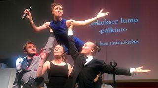 Sirkuksen tiedotuskeskus myönsi Sirkuksen lumo -palkinnon sosiaalisen sirkuksen yhdistykselle Sirkus Magentalle.