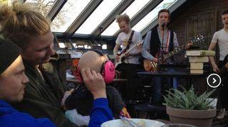 Poikani Valentinin yhtye Päättömät miehet esiintyi ja olimme katsomassa. Sirkku Peltola.