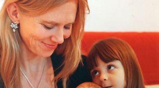Laura Mikkola ja tyttäret Melissa ja Fredrika
