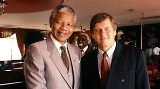Minä ja Nelson Mandela. Kuusi kuvaa Rauli Virtanen