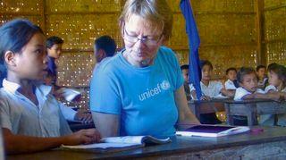 Liisa Susiluoto nepalilaisessa koulussa