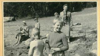 Liisa Susiluoto Tikkurilan sekakuoron kevätretkellä vuonna 1959