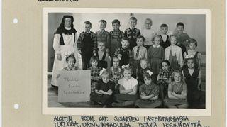 Sinikka Sokka katolisten sisarten sisäoppilaitoksessa