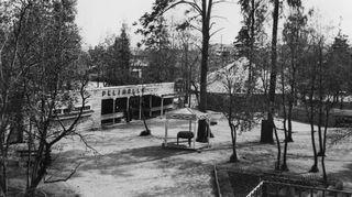 Sota-aikana Sariolat veivät tivolin rintamalle, Karhumäkeen