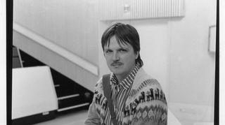 Juha Hänninen tauolla luentosalissa Oulun yliopistossa noin vuonna 1984