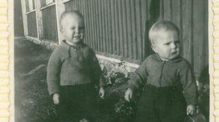 Lapsuutta veljen kanssa kotitilalla Tohmajärvellä