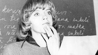 Nuori opettaja. Nuoren Marjukan harrastukset eivät mitenkään itsestään selvästi johtaneet musiikinopettajaksi, sillä hän ei käynyt soittotunneilla kuin lukiovuosinaan. Isosiskon antaman mallin mukaan hän kuitenkin päätyi Sibelius Akatemiaan ja opettajaksi. Ensin peruskouluun, myöhemmin unelmien työpaikalle Sibelius-lukioon.