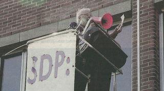 Suhde omaan puolueeseen on aina ollut kriittinen ja tässä on meneillään yhden miehen mielenosoitus sitä vastaan, ettei SDP ottanut käsittelyyn laatimaani köyhyysohjelmaa.