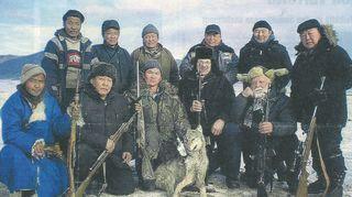 """Kirjoittamani """"100 sosiaalista keksintöä"""" -kirja ilmestyi Mongolian kielellä ja maan presidentti laittoi siihen esipuheen. Isäntämme pyysi sitten minut susijahtiin. Ajattelin, että täytyyhän sinne mennä kokeeksi."""