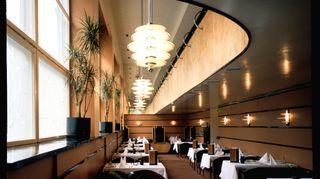 Helsinkiläisravintola Bulevardian sisussuunnittelu oli läpimurtoni. Alun perinkin  funkkistyylisessä rakennuksessa oleva ravintola sai omistajavaihdoksen myötä funkkisilmeen, jota kiiteltiin ulkomaita myöten. Tämä työ oli minulle tärkeä ja rakas. Bulevardian muuttuminen myöhemmin aivan toisennäköiseksi oli minulle yllätys ja shokki -  se opetti kuitenkin sen, että tätä työtä tehdään ennen kaikkea asiakkaita eikä itseä varten.