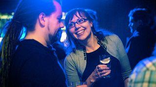 """Vuonna 2012 Sonja ja hänen arvostamansa ohjelmoija Jari """"Jaffa"""" Jaanto juhlimassa Helsingin Cuba-klubilla."""