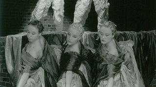 Tanssiteatteri MD Mobita/Danscolle 1993 tehty Hurmaa 1 käynnisti Tero Saarisen yhteistyön valosuunnittelija Mikki Kuntun kanssa